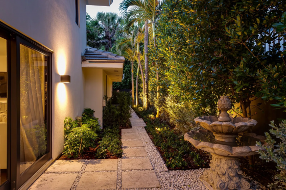 Making a Splash: 5 Homes with Tranquil Fountains